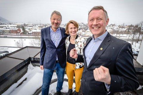Henrik Johansen er svært fornøyd med nattens votering. Her sammen med Aino Olaisen og Eirik Wulfsberg da innstillingen fra regjeringen ble kjent tidligere i år.