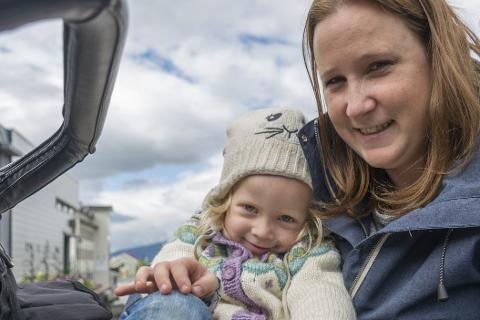 FERIEKLAR: Stine Rones Hjelkrem og datteren Olivia (4). FOTO: vegard Skorpen