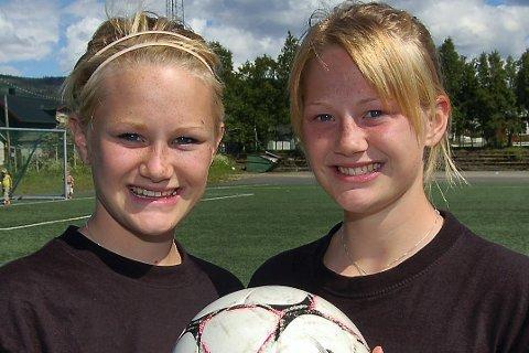 SAMMEN OM ALT: Marlene (t.v.) og Lisa-Marie fra ei tid da de for alvor slo igjennom som fotballspillere.