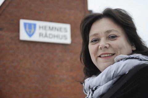FORNØYD: Hemnes-ordfører Christine Trones er fornøyd med at kommunestyret i Hemnes har vedtatt fjelloven. Nå venter hun i spenning på svar fra landbruksdepartementet. FOTO: Øyvind Bratt