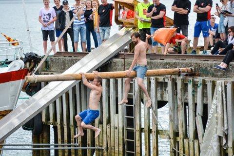 Sommerens utgave av Båt- og fjordfestivalen på Hemnesberget blir avlyst. Dermed blir det ikke konserter og leking i og ved vannkanten. Bildet er fra marinashowet, som er populært å se på for publikum under dagdelen av festivalen.