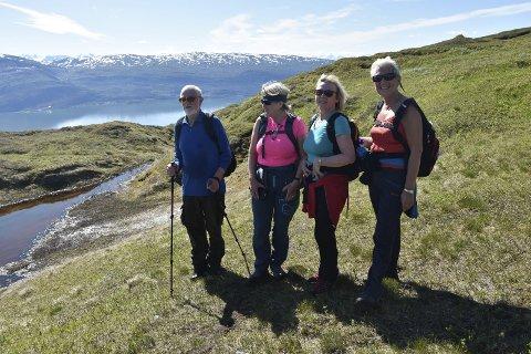 SLETTAFJELLET: Gunnar Aas, Bjørg Røtvold Aune, Oddny Andreassen og Bodil Bringsli koste seg på tur på Slettafjellet. FOTO: Marie Skonseng