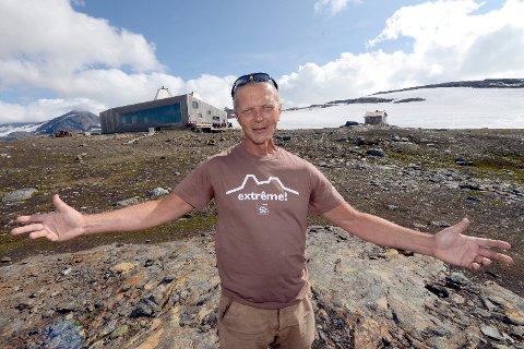 – Folk spiser så mye vaffel på Rabothytta, at vi nå ber om turfolkets hjelp til å bære opp råvarer, sier hyttefadder Svein Arne Brygfjeld i Hemnes turistforening.