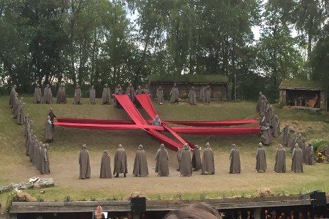 Dødsscenen fra årets utgave av Spelet om hellig Olav på Stiklestad.