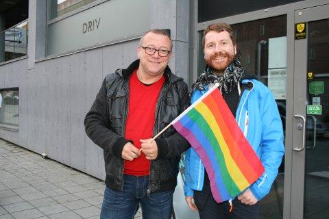 SKEIV DEBATT: Fylkesleder i Fri Troms, Stein Fredriksen, var spent i forkant av mandagens debatt. Her står han sammen med nestleder Alf-Inge Selstad.