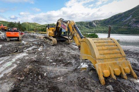 All drift til anleggsmaskinene til entreprenør S A Anlegg på tunnelprosjektet gjennom Liatinden er stanset, etter at selskapet begjærte seg konkurs og 50 personer mistet jobben.