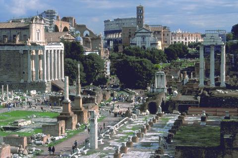 Historie: Det fine med sommeren er at man har tid til å samle seg og bare leve for seg selv, skrive Wenche Bakken som har brukt ferien i Roma og hatt følelsen av å vandre i historieboka.