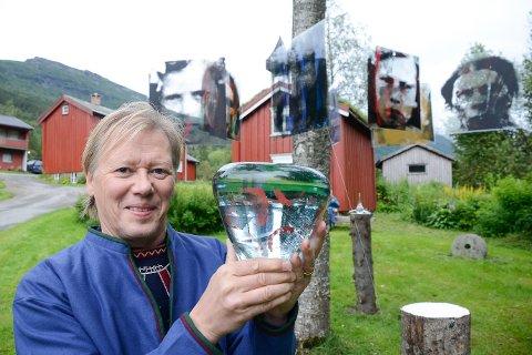 For Thomas Colbengtson fra Tärnaby, som har aner fra Bessedør, er det en ære å være festivalkunstner under Klemetspelet.