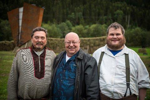 Oscar Peterson fra Calgary i Canada synes det var mektig å se Klemetspelet, som handler om livet til hans oldefar. Her sammen med Nils-Henrik Buljo, som spiller oldefar Klemet og Odd Einar Trettbakk, som spiller hans farfar Johannes.
