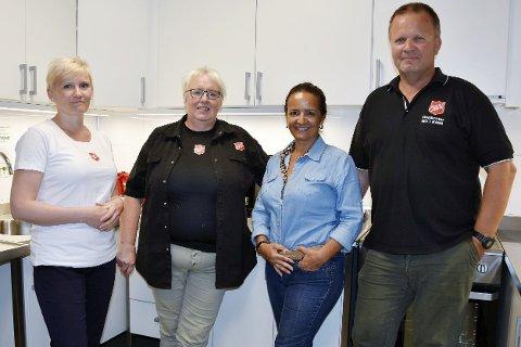 GOD AVTALE: Eva-Maria Nygaard, Marie Skuland, Sheila Rodriques og Roar Åsland synes det er flott at matbutikker gir gratis mat til Frelsesarmeen.