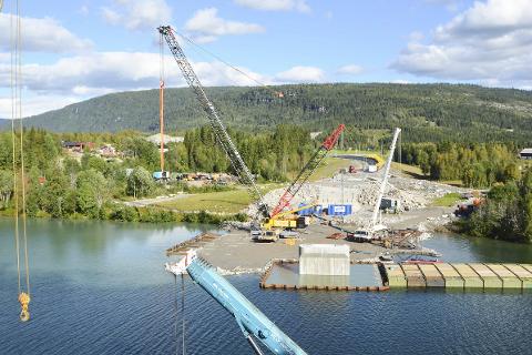 Hæhre har fått klarsignal fra Statens vegvesen å bygge E6 helt til Bolna. Fotoet er fra arbeidet med Langvassåga bru.