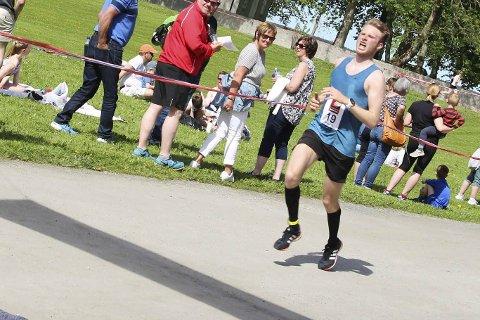 NUMMER SEKS: Emil Sorsell løp fort i Oslo lørdag. Her fra Alstahaug maraton tidligere i år.