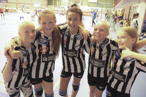 Jentene fra Landsås J12 fra Harstad trivdes veldig godt i Ranahallen. Spesielt likte de at de fikk spille mot andre lag enn vanlig.