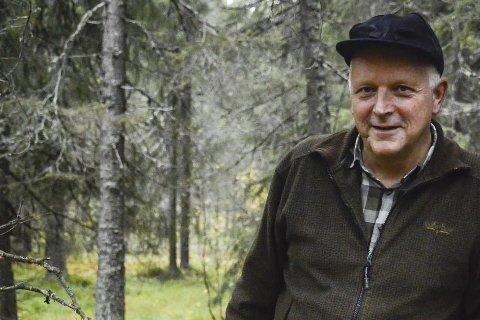 Pedagog: John Gunnar Halse lover å ta vare på gjestejegerne. Foto: Kenneth Haagensen Husby