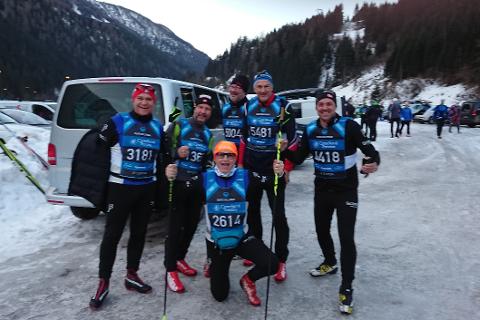 Noen av gjengen fra Team Blåvegen jubler etter målgang. Jonny Mulstad, Ove Bromseth, Morten Sæterhaug, Gjert Monsen, Edvard Gløsen og Finn Hugo Amundsen.