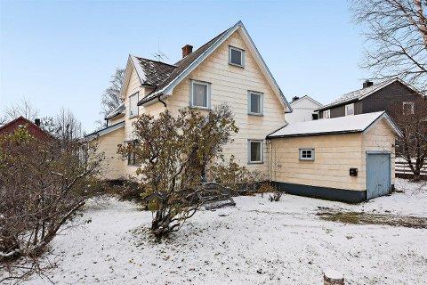 NORD-HELGELANDS DYRESTE: Denne eneboligen fra 1934 i Skolegata i Mo i Rana er for øyeblikket den dyreste boligen som er til salgs på Nord-Helgeland.