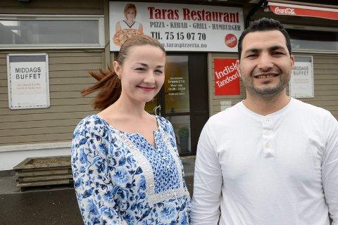 Taras Restaurant på Gruben er lagt ut for salg. Bildet av Elena Firsova og Wazir Hassan ble tatt i forbindelse med at restauranten flyttet inn i nye lokaler i 2016.