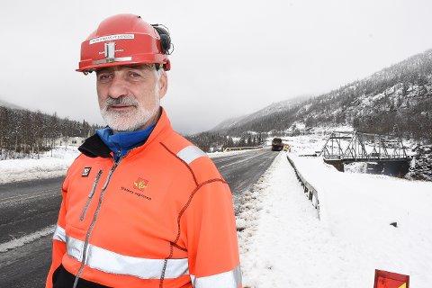 - Nå er nye 15 km av E6 klar for publikum, sånn at det blir lettere for folk å kjøre i vinter. Vi har tatt i bruk nye Messingslett bru, sier delprosjektleder Trond Maas Pedersen i Statens vegvesen for E6 Helgeland nord.