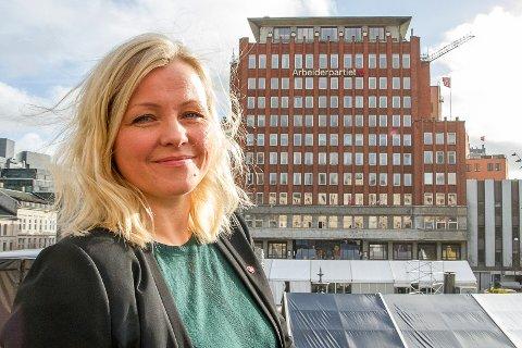 - Jeg gleder meg til å besøke Hemnes kommune på ordentlig for første gang, sier partisekretær Kjersti Stenseng i Arbeiderpartiet.