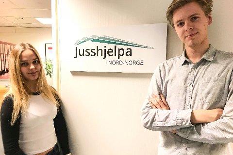 Jusstudentene Louise Grønneberg-Fensbekk og Magnus Krogstad er saksbehandlere ved Jusshjelpa i Nord-Norge. - Vi tilbyr gratis bistand til folk og på mandag kan folk treffe oss på rådhuset i Rana, sier de to.
