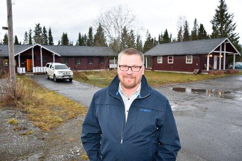 Ingvar Karlsen og de andre eierne i ÅKB Eiendom er klare for å selge eiendommen som ligger mellom E6 og elva på Bjerka.