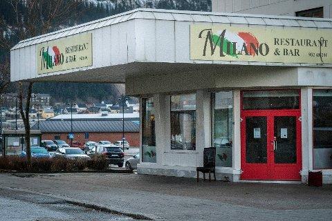 Milano Restaurant og bar er i lagt ei tvangsmulkt på 4.000 kroner dagen fra Arbeidstilsynet siden de ikke lønner de ansatte lovpålagt minstelønn og ikke kan dokumentere at de har orden på rutinene for overtidsbetaling.