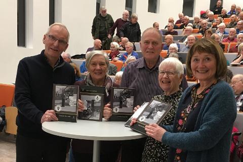 Store deler av redaksjonen for årets utgave av Årbok for Rana er stolte over verket. F.v. Per Gunnar Hjorthen, Mary Ann Dahl, Klaus Solbakken, Synnøve Solbakk og Toril Sommerli.