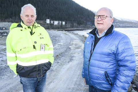 - Vi skal i fellesskap lage enda mer industriareal ved fjorden. Vi starter snart med å bygge en molo, som skal ramme inn et areal på 30 dekar, sier prosjektleder Rolf H. Jenssen og MIP og styreleder Jens Rønning i Ågaflåget Tankpark.