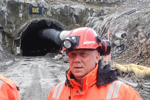 - Nå er det full stopp i veibyggingen inne i tunnelen gjennom Liatinden, etter konkursen til PNC Norge sin underentreprenør K.A. Aurstad, forteller prosjektleder Alf Harald Barosen i Statens vegvesen.