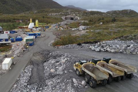 PNC Norge AS har startet jakten etter ny underentreprenør for å bygge veien gjennom Liatinden. Konkursboet etter K.A. Aurstad ville ikke ta på seg jobben.