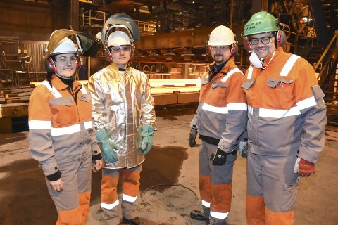 Like før jul kunne tillitsvalgt Lars Frøysa (nr. 2 f.h.) og personal- og HMS-sjef Hans Petter Skjæran (t.h.) sammen med de ferske ansatte Andrea Bu og Aksel Aasen fortelle at Celsa Armeringsstål i 2019 starter prosessen med å øke produksjonen i stålverket med 100.000 tonn. Brevskriveren mener EØS ikke er å takke for dette.