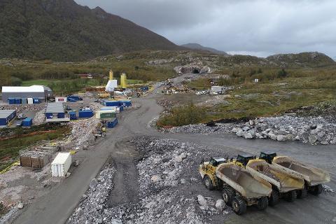 Bostyreren etter konkursen i K. A. Aurstad AS har ennå ikke bestemt seg for hva som skjer framover angående engasjementet som underentreprenør til PNC Norge AS på veiprosjektet gjennom Liatinden på Kystriksveien.