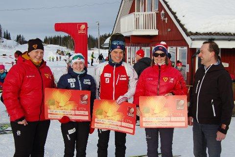 Fra venstre er det Hilde Thoresen (styreleder skigruppa ), Marthe K. Johansen, Fredrik Gjesbakk, Martin Alfheims mor Grethe Alfheim som tok i mot stipende på vegne av sønnen som er er på Lillehammer NTG, Morten Loftfjell (Nestleder hovedstyret B&Y ).