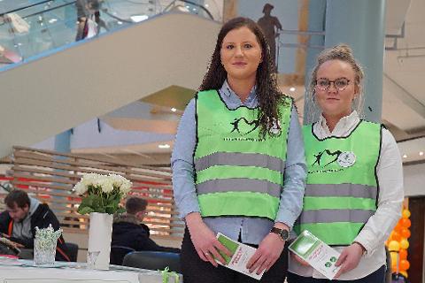 SPRER BUDSKAPET: Tone Johansen (t.v.) og Iselin Rustad har en spesiell bakhistorie i det de opplyser om viktigheten av organdonasjon.