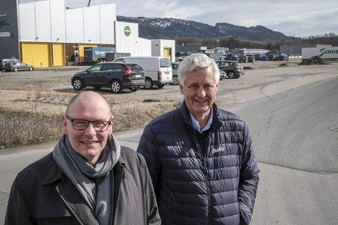 KLAGE: Ole Tom Sjule (t.v.) og Kenneth Vonstad har klaget på HAFs nye planer for mottak på Vikaleira. Foto: Øyvind Bratt