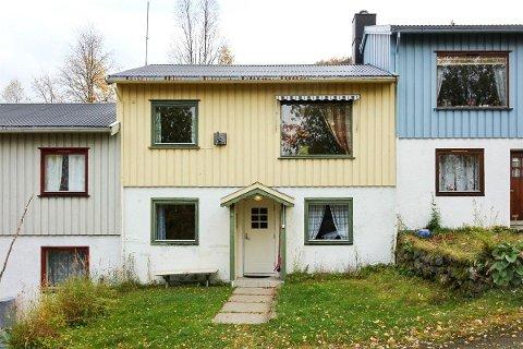 BILLIGST: Dette er den billigste boligen som er til salgs på Nord-Helgeland, et rekkehus i Bleikvasslia.