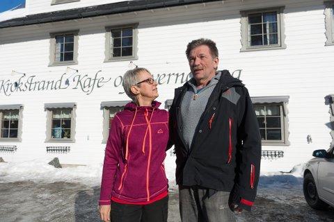 Tove og Bjørn Ove Rakvaag er klare, etter 35 års drift, til å selge livsverket Krokstrand kafé og overnatting.