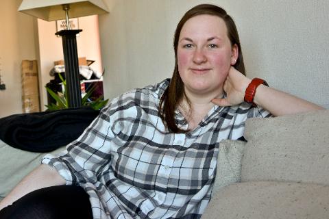 Mye tid tilbringes i sofiaen. Ann Catrin Hanssen har vært syk i tolv år, men gir ikke opp håpet om å bli frisk nok til å jobbe.