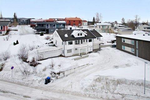 DYRT: Huset i Nordmohøgda 6 har gangavstand til sentrum, men er ifølge megleren likevel tilbaketrukket.