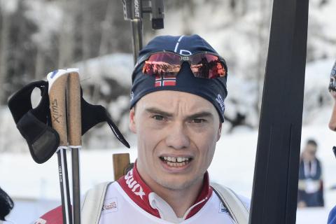 Fredrik Gjesbakk har vært tre uker i Russland, to uker i IBU-cup og torsdag gikk han igjen i verdenscupen. Formen har ikke vært helt på topp på slutten av sesongen og han var nesten fire minutter bak vinneren. Foto: Trond Isaksen