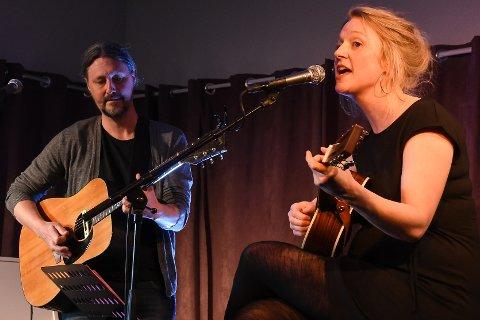 Åpningskonserten under Bakeribyggfestivalen bød på en musikalsk nyvinning. For første gang spilte svenske Oscar Danielson og norske Ellen Sofie Hovland sammen under en konsert.