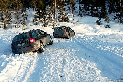 Ved starten på turstien innover mot Skistua endte bilferden i helga til to 18 år unge bilførere, som ville kjøre på tur opp på Mofjellet i vårvarmen.