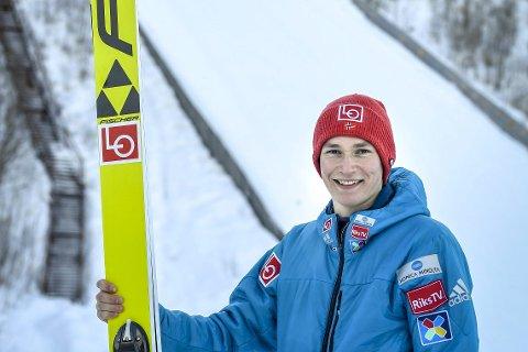 LIKER UTVIKLINGEN: Stålkam-hopperen Robin Pedersen liker at så mange unge hoppere har tatt steget opp i Fageråsen denne vinteren. – Et godt signal, sier 21-åringen. Foto: Øyvind Bratt