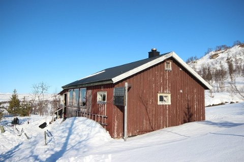 Standarden på hytta beskrives som enkel, med skjevheter både i hytta og uthuset på fem kvadratmeter.