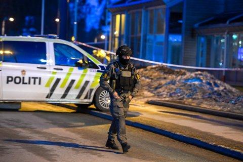 BOMBEGRUPPA: Bombegruppa fra Oslo politidistrikt undersøkte den mistenkelige ryggsekken søndag kveld.