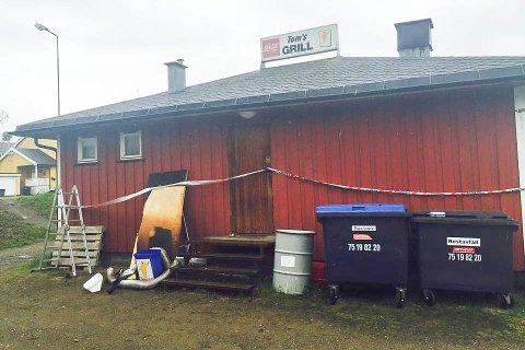 BRANN:  Tom's Grill på Gruben brant ei mainatt i 2015.