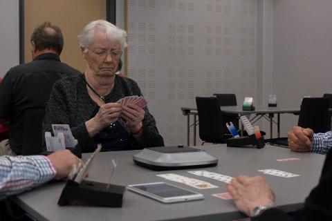 Liv Hansen (93) spiller Båsmo BKs jubileumsturnering med helt ny makker, og planer om å loppe motstanderne for grovt med poeng.
