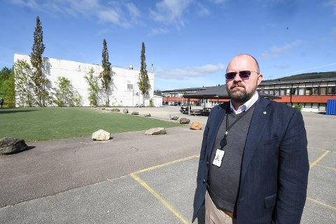 - Vi ønsker å spare penger og lyser ut riving av tre skoler i en kontrakt, sier avdelingssjef Steinar Henriksen ved byggdrift. Han forteller at mye taler for at Gruben ungdomsskole skal rives først.
