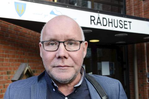 Rådmann Amund Eriksen i Hemnes kommune er nå klar til å vie folk, hvis ikke ordfører eller varaordfører har anledning til å hjelpe brudepar med en borgerlig vigsle.
