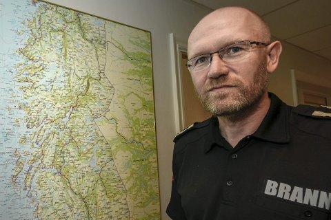 Feieinspektør Bjørn Kvitnes opplyser om endring av feie- og tilsynsavgiften neste år. Foto: Øyvind Bratt